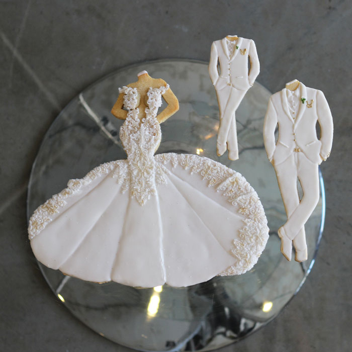 luxury-elegant-wedding-bridal-cookies-bride-full-dress-family-nina-bakes-cakes-web