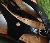 Sandale mit silberner Öse