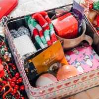 HOW TO MAKE A CHRISTMAS EVE BOX