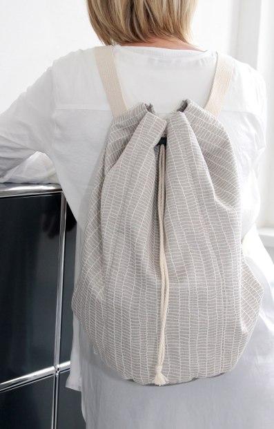 Beutel / Rucksack in beige und grau