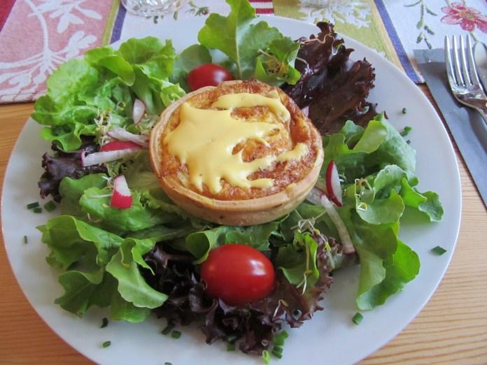 Quiche with white asparagus: Schlimmerwoche (similar to Restaurant Week) in Lorch