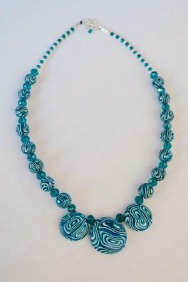 collana girocollo con perle in fimo e perline