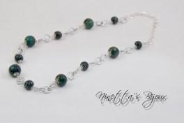 catena tono argento con perle in fimo e pietre dure