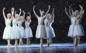 The Snowflakes...my fav music, a must to singalong with...la la la la la etc.,