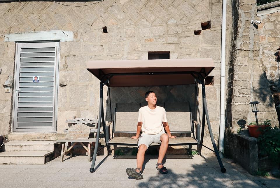 榕樹下旅館-搖椅上虛度光陰