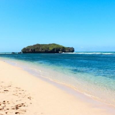 Pantai Sadranan yang indah