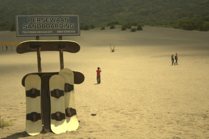 Persewaan papan untuk sandboarding Parangkusumo Jogja