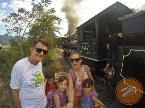 Passeio de Maria Fumaça em Passa Quatro com crianças
