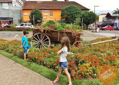 praça-flores-nova-petropolis-crianças-04
