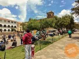 Plazza_San_Francisco_Cusco_com_crianças