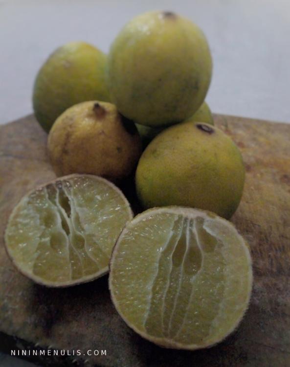 menghilangkan ketombe dengan jeruk nipis