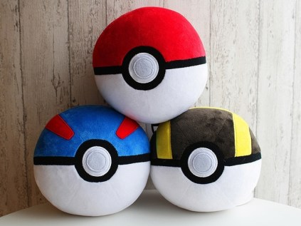 pokecen-pokeball-plushies-1