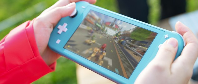nintendo-switch-lite-gallery-photo-jul102019-4