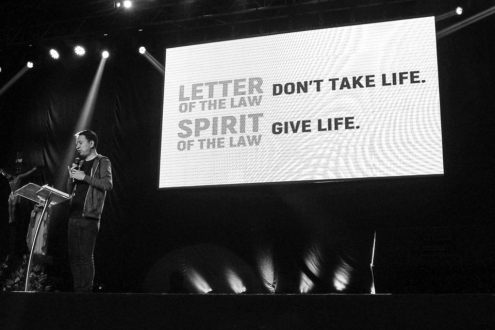 Bro. Bo Sanchez gives a powerful talk on the Feast Bay Area (Photo from the Feast Bay Area FB Page)