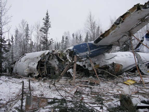 Transportation Safety Board of Canada - Left side view – front of aircraft wreckage