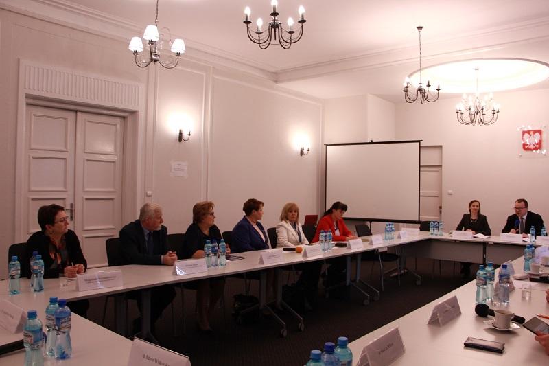 Spotkanie Komisji Ekspertów ds. Zdrowia z przedstawicielami środowisk pielęgniarek i położnych