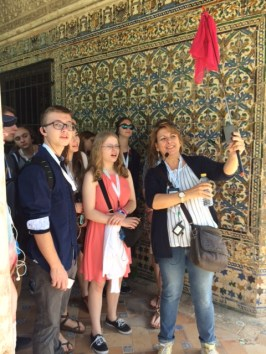 Students learning about El Alcazar
