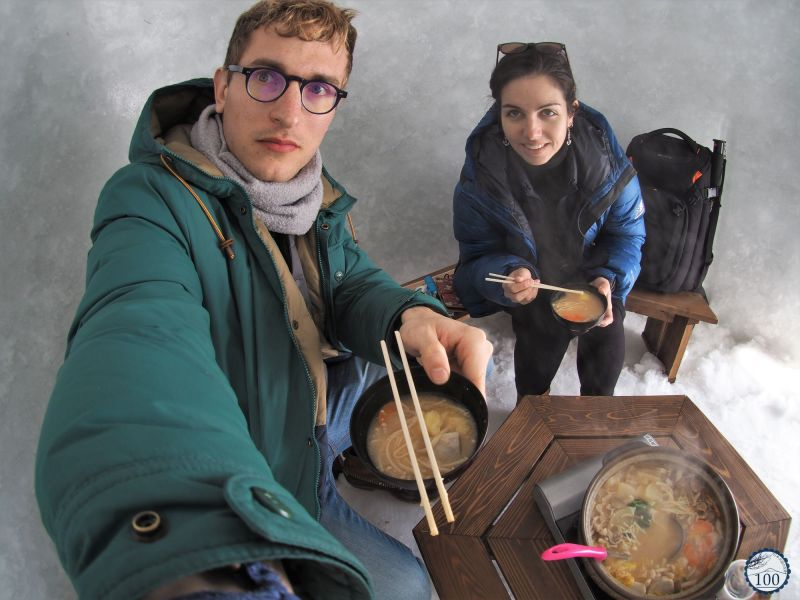 Dans un igloo d'Iyama, à Nagano