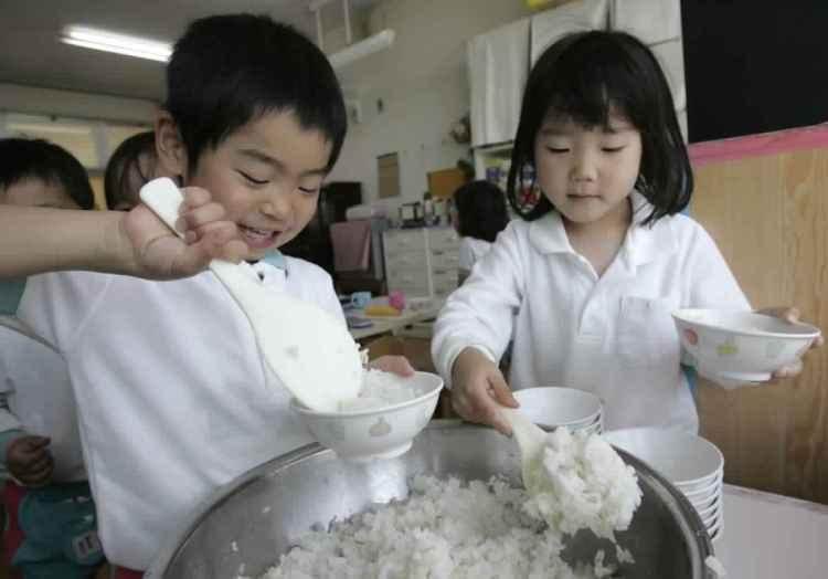 يعد الأرز أحد أهم المكونات التي تُقدم غالباً مع كل الوجبات