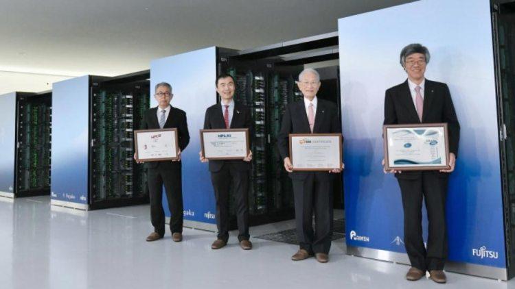 مسؤولون وعلماء شاركوا في مشروع تطوير الحاسوب الجديد   عبر كيودو