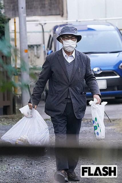 السيد ميازاكي خلال جولته اليومية لجمع النفايات بالقرب من منزله   عبر موقع ياهوو اليابان