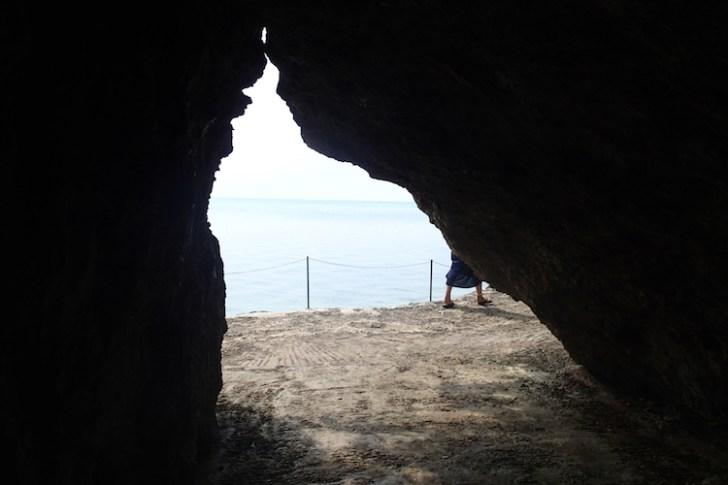 石垣島の伊原間サビチ洞の海へと続く道