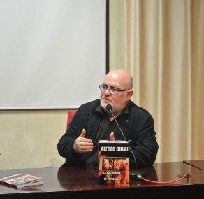 Presentación del libro La sociología y lo cotidiano de Alfred Bulai