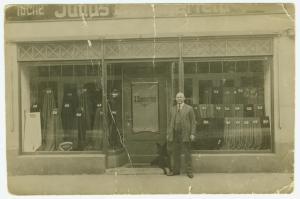 Herrentuche Groß- und Einzelhandel - das war das gut laufende Geschäft meines Großvaters am Antonsplatz 15 in Chemnitz
