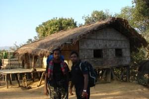 বিদায়ের প্রাক্কালে, রুমানা পাড়ার এক ঘরের সামনে কামরুল আর নাকিব। (ছবি: লেখক)