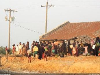 মিয়ানমারের রোহিঙ্গারা এভাবেই কোস্টগার্ডের জেরার মুখে (ছবি: নিশাচর)