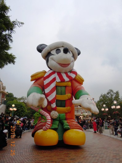 Giant Mickey Mouse left the snubnose wide mouthed