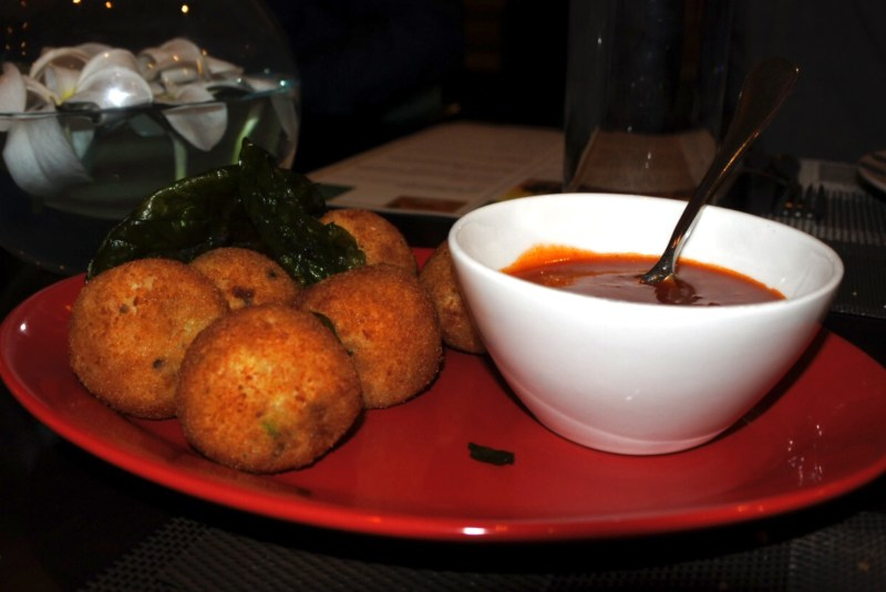 The fish cutlets accompanied by a spicy sauce