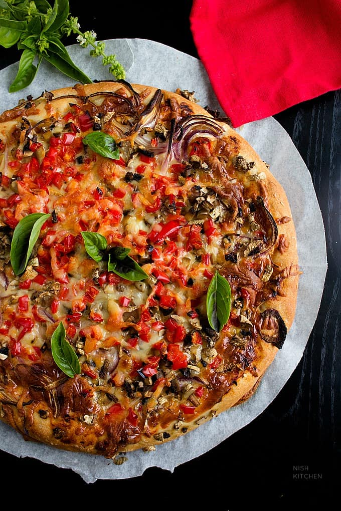 veggie pizza or vegetable pizza