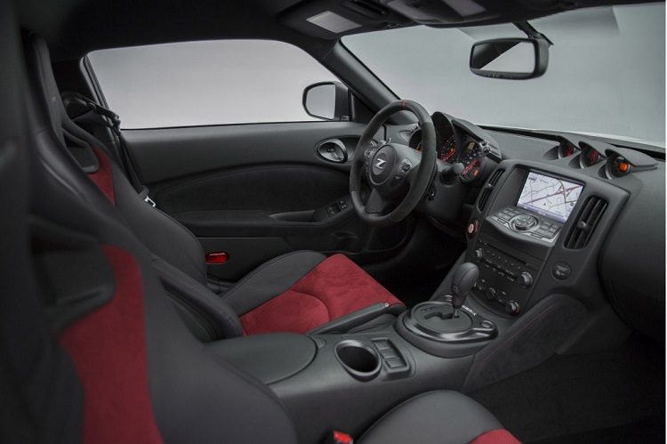 2015 nissan 370Z nismo interior