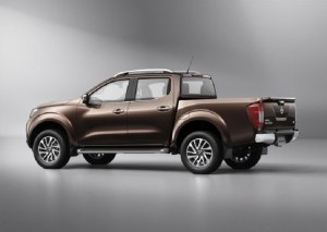 2015 nissan frontier rear view