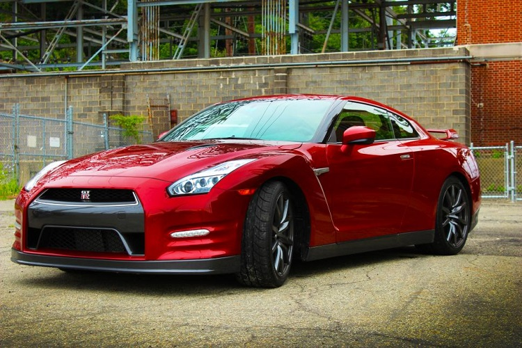 2015 nissan gt-r front view