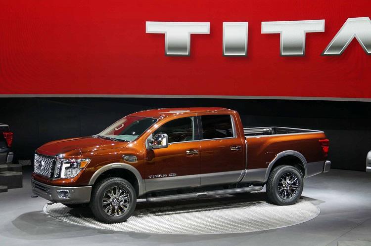 2016 Nissan Titan Diesel side view