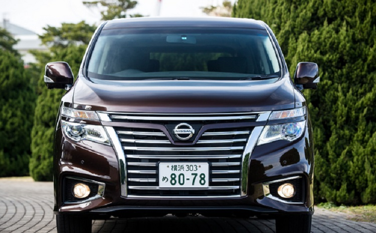 2015 Nissan Elgrand front view