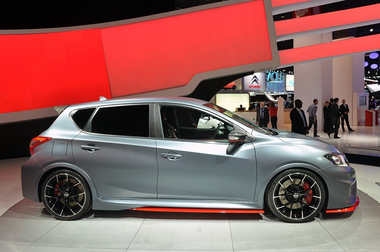 2015 Nissan Pulsar Nismo side view