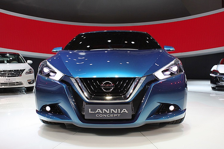 2016 Nissan Lannia front view