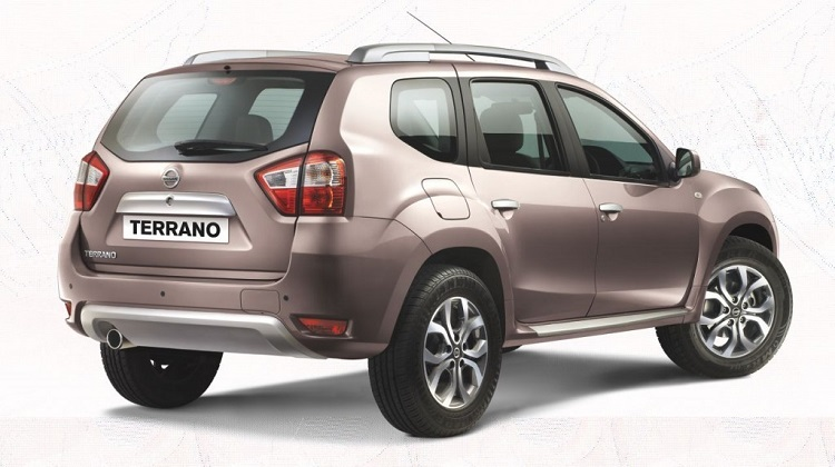 2016 Nissan Terrano rear view