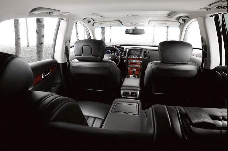 2017 Infiniti QX80 interior