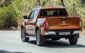 2017 Nissan Navara rear view