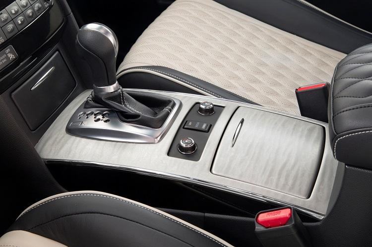 2017 Infiniti QX70 Limited interior