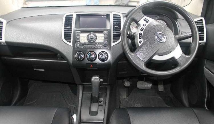 2017 Nissan WIngroad interior