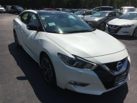 17-maxima-platinum-medallion-pearl-white-cashmere-leather-nissan-of-lagrange-atlanta-auburn-columbus-newnan-3