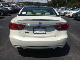 17-maxima-platinum-medallion-pearl-white-cashmere-leather-nissan-of-lagrange-atlanta-auburn-columbus-newnan-7
