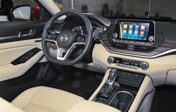 2022 Nissan Altima Platinum Interior