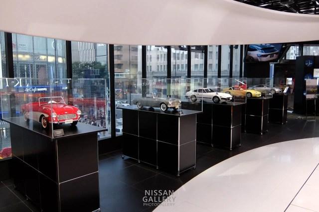 日産クロッシングのフェアレディZスケールモデル展示