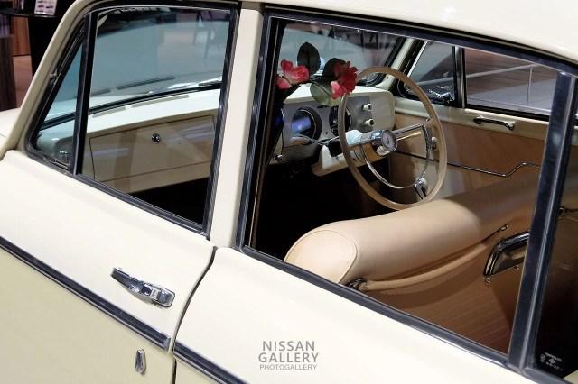 ダットサンブルーバード 1200ファンシーデラックスの内装